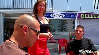 Waitress accept invitation for outdoors sexual intercourse with 2 strangers