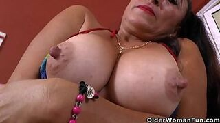 Latina mother Karina takes a lovely bath and gets turned on