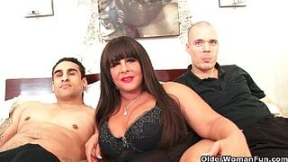 Mom stepmother gets double sperm makeover in trio