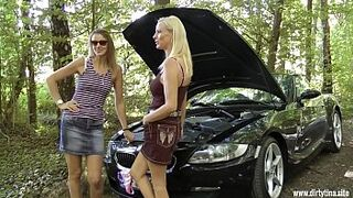 2 mature mom pussies want to be humped outdoor