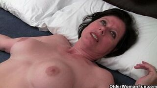 British mother in law Julie is toying her mother and hairy pinky peach
