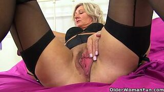 English mother Ellen gets creative with lipstick and fake cock