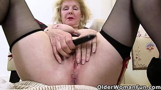 English grandmother Pearl takes care of her old cunt