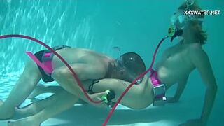 Samantha Cruz gets mouth humped in the pool
