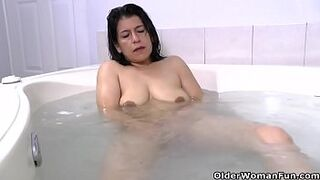 Latina mature mom Anabella needs a relaxing bath
