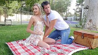 PASSION-HD Picnic date turns into bang with light-colored Emma Hix