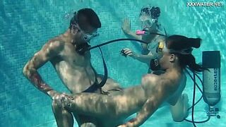 Candy Mike and Lizzy super beauty queen underwater sex in three