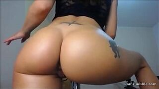 Giant booty latina makes some moves on CamsBubble.com