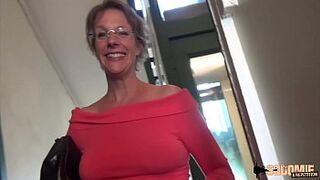 Rock Butthole-sexual intercourse and Squirting for this cougar mother