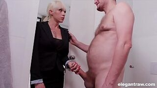 Gorgeous mature mom Sit On a LARGE Man Meat During Interview