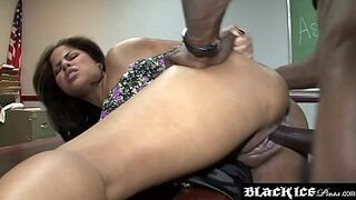 Lusty sable Jasmine Blaze gagging on huge dark cock and getting humped