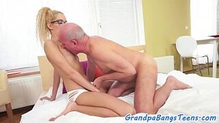 Spex girl sucking and riding old man meat