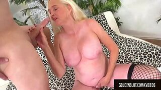 Platinium GILF Sara Skippers Loves Getting Her Pinky Peach Tight by a Long Penis