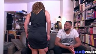 Khayna, arabian mommy, offers herself to 2 daughter people for a good screw