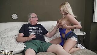 Light-Colored shows how to ride an old man meat and take a sperm on the face jizzshot