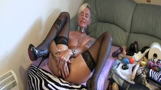 GRANDMOTHER GILF DOES a LARGE BUTTPLUG IN HER BUM