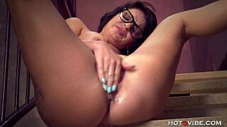 stepmom Squirts while Sexting