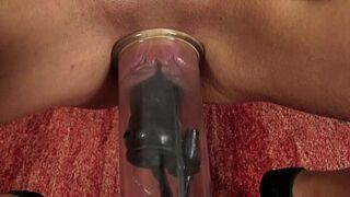 Dripping puffy peach pumps her vagina